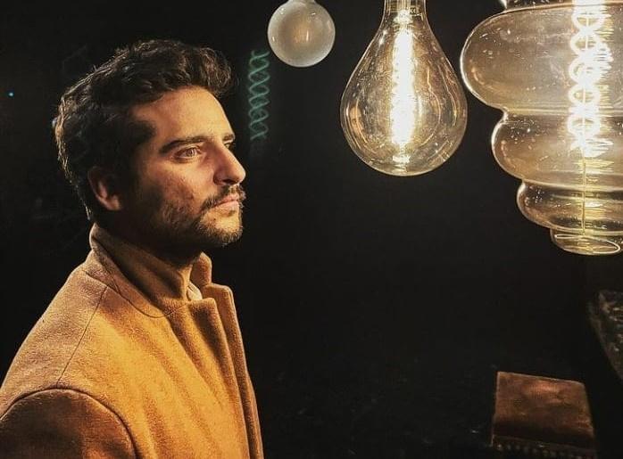 Κωνσταντίνος Μπιμπής: Ο άνθρωπος πάντα σε καταστάσεις πανικού αρέσκεται να δημιουργεί γυάλινους κόσμους.