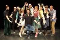 Λευτέρης Ελευθερίου - 3 λαλούν και 2 χορεύουν, 2017 (θέατρο)