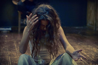 Ηλιάνα Μαυρομάτη - Αθηνά Χατζηεσμέρ, ετών 17, 2015 (θέατρο)