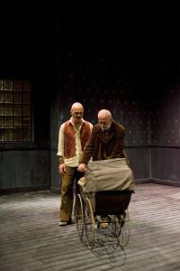 Γιώργος Μπινιάρης - Το κτήνος στο φεγγάρι, 2009 (θέατρο)
