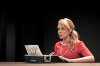 Λένα Παπαληγούρα,                                                                                         Ο γάμος της Μαρίας Μπράουν (2017)                                                             Θέατρο Οδού Κυκλάδων - Λευτέρη Βογιατζή