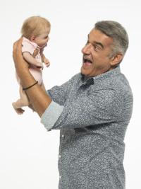 Κώστας Αποστολάκης - Ένα μωρό για τρεις, 2020 (θέατρο)