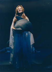 Μαριάννα Τόλη - Ο Γύρος του Κόσμου σε 80 Ημέρες, 2002 (θέατρο)