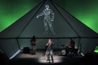 Άρης Μπινιάρης - Το 21, 2015 (θέατρο)