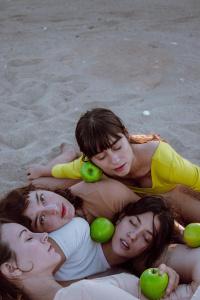 Κρίστελ Καπερώνη - Τα τέσσερα κοριτσάκια, 2018 (θέατρο)